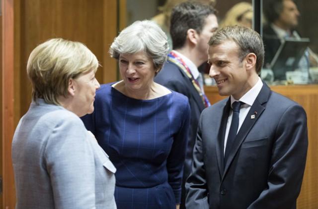 Меркель хочет помочь Мэй