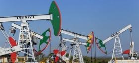 Рынок нефти удержался от