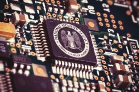 Сноуден: АНБ следит за