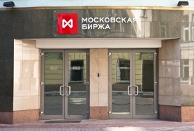 Рубль снизился к
