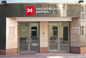 Рубль слабо растет к