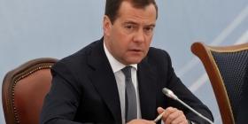 Медведев потребовал
