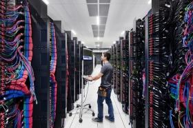 IBM сокращает выручку