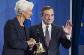 Глава ЕЦБ Драги передает