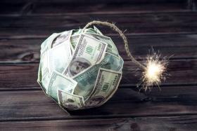 Долговая бомба ударит по